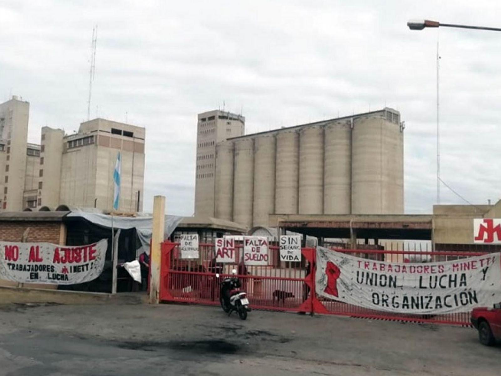 Nuevo intento de desalojo en la planta de Molino Minetti